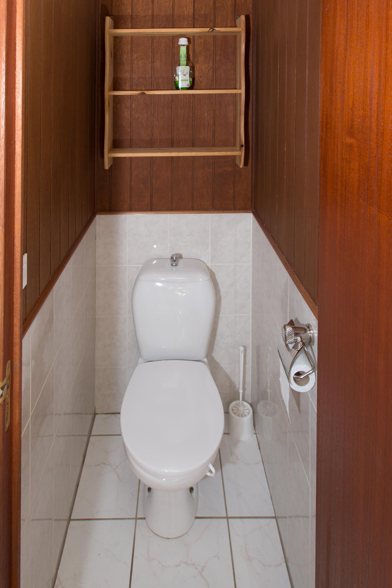 wc dans salle de bain ou separe. Black Bedroom Furniture Sets. Home Design Ideas